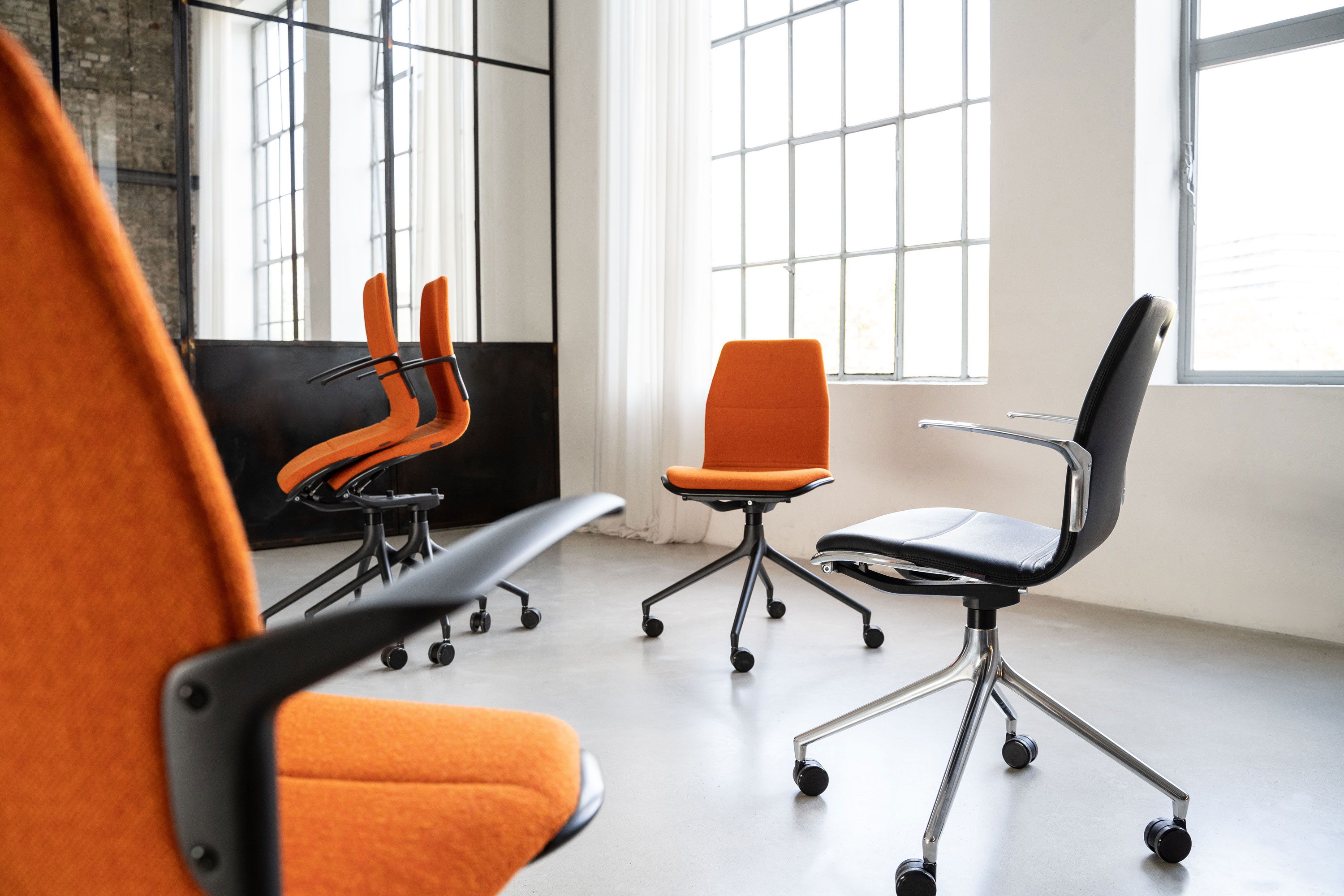 action: spontaneous conferencing furniture for ROOMTOOL